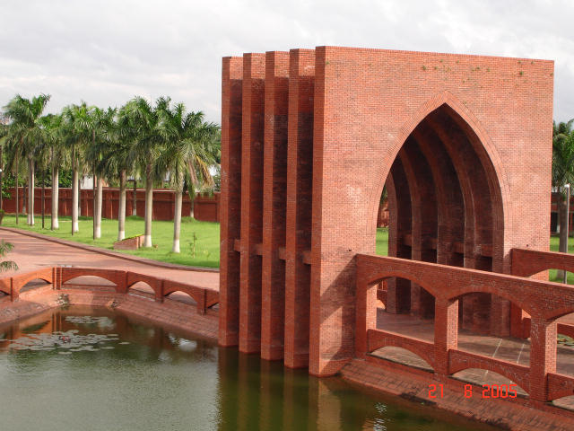 Five_Fundamentals_Gate,_Islamic_University_of_Technology